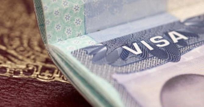 MIGRACIÓN. El envió de formularios en línea facilita al inmigrante verificar el estatus del caso y recibir notificaciones del Servicio de Inmigración, afirma USCIS. | Foto archivo.