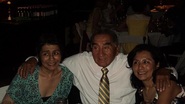FAMILIA. Pepe Lujan con sus hijas, Elizabeth y Gabriela | FOTO: Cort. José Sueiro