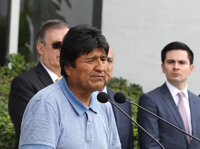 HUIDA. Evo Morales llegó a Brasil luego de que presentara su renuncia a la presidencia de la República tras la exigencia de la ciudadanía. | Foto: MARIO GUZMÁN / EFE