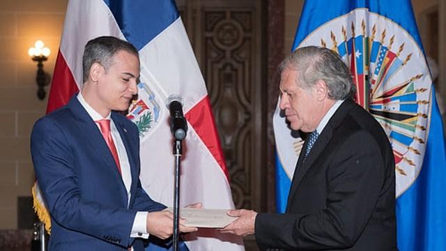 OEA. El nuevo Representante Permanente de República Dominicana, Josué Fiallo junto al Secretario General de la OEA, Luis Almagro