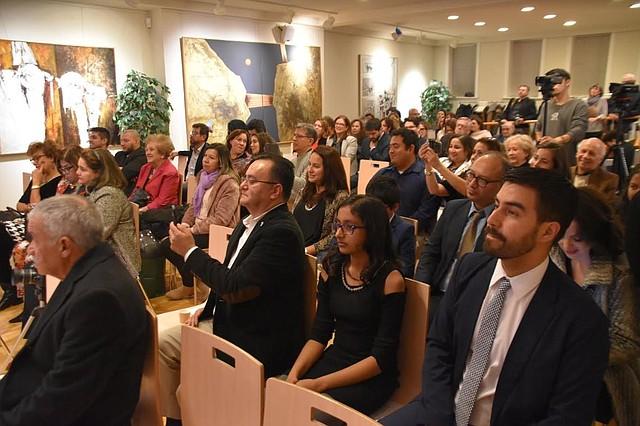 """PRESENTACIÓN. Fue muy concurrido el evento de presentación de """"Sacrificio en la frontera"""" en la Embajada de Chile.   Foto: Tomás Guevara - ETL."""