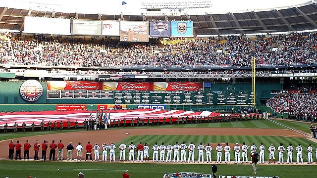 MONUMENTAL. El estadio Robert F. Kennedy de Washington, DC, en el partido inaugural de los Nacionales contra los Diamondbacks de Arizona el 14 de abril de 2005. | Foto: JOSÉ LUIS ARGUETA PARA ETL