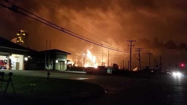PELIGRO. Se registraron dos explosiones en la planta petroquímica / @12newsnow