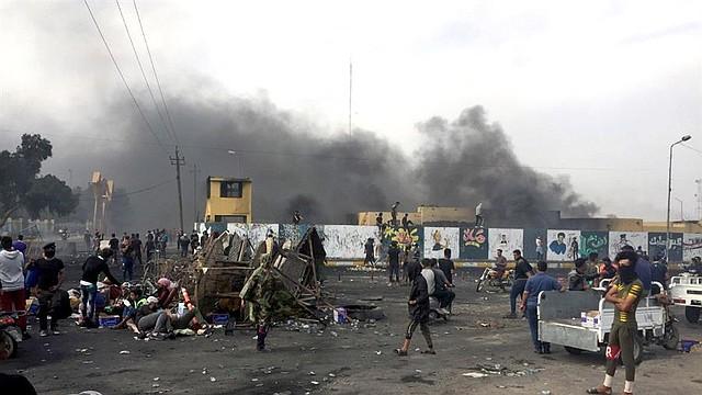 CRISIS. Al menos 30 personas han muerto y 180 han resultado heridas en las confrontaciones que se registran desde primera hora del día, según informó el Observatorio Iraquí para los Derechos Humanos