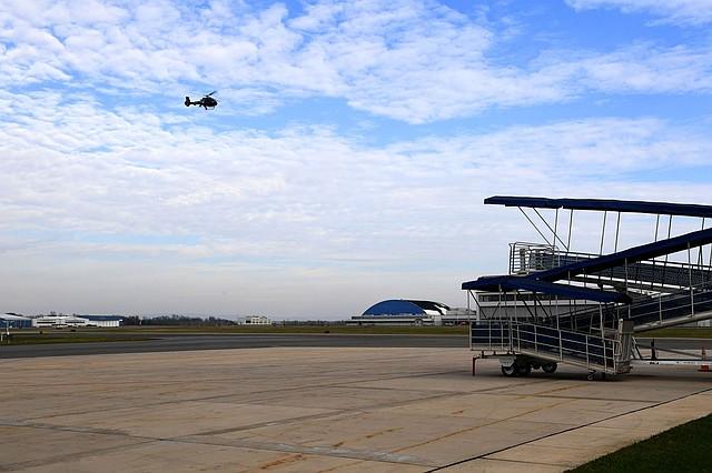 LOCALES. Imagen del despegue de un helicóptero en el Aeropuerto Regional de Hagerstown, el 21 de noviembre. | Foto: Katherine Frey / The Washington Post.