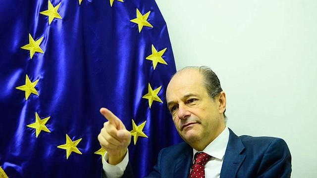 APOYO. El embajador de la Unión Europea, Andreu Bassols, aseguró que la cooperación de ese organismo se puso en riesgo. | Fotos EDH/David Martínez.