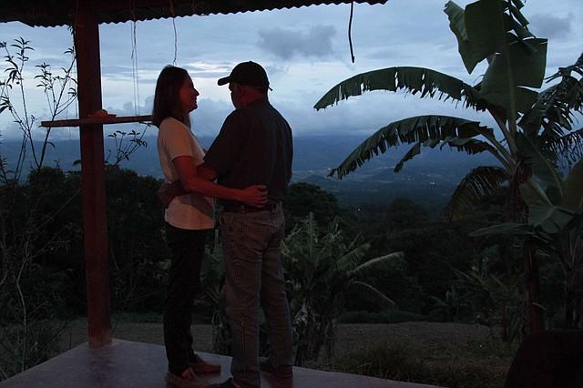 Rafael y su esposa siguen plantados frente a la esperanza de la paz. Foto: Semana/ Wladimir López Granados.