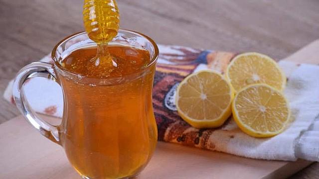 MEJORÍA. La vitamina C es uno de los tus mejores aliados para blindar al tracto respiratorio contra los resfriados. Está presente en cítricos como el limón, la naranja, pomelos y verduras de hojas verdes oscuras como el brocolí.