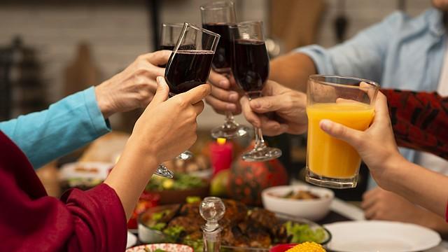 Específicamente tus cenas de diciembre con pavo invitan más a que duermas como un bebé, porque todo el acompañamiento del pavo. FOTO: freepik - www.freepik.com