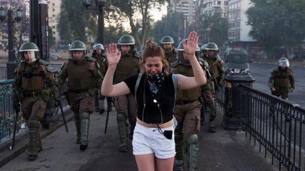 PROTESTAS. El Senado chileno también se pronunció ante este hecho y aprobó una acusación constitucional contra el exministro del Interior, Andrés Chadwick, el cual inhabilita, hasta el año 2024 para ocupar cualquier cargo público.