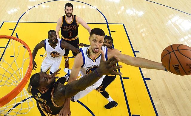 RACHA. Warriors y Cavaliers jugaron cuatro finales seguidas.