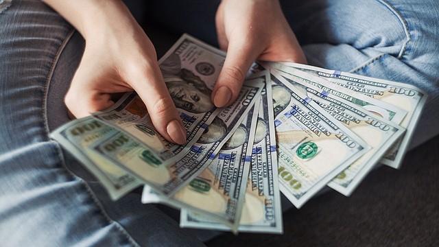 DINERO. Se espera que el salario de Massachusetts suba otros $0.75 en 2021, 2022 y 2023