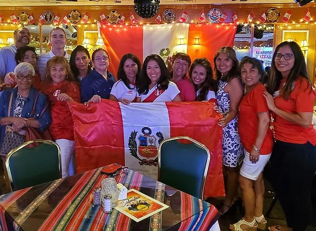 CELEBRAN. Peruanos se reunieron en restaurantes y casas para seguir los partidos de su selección y la final de la Copa América, el 7 de julio.   CREDITO: FACEBOOK