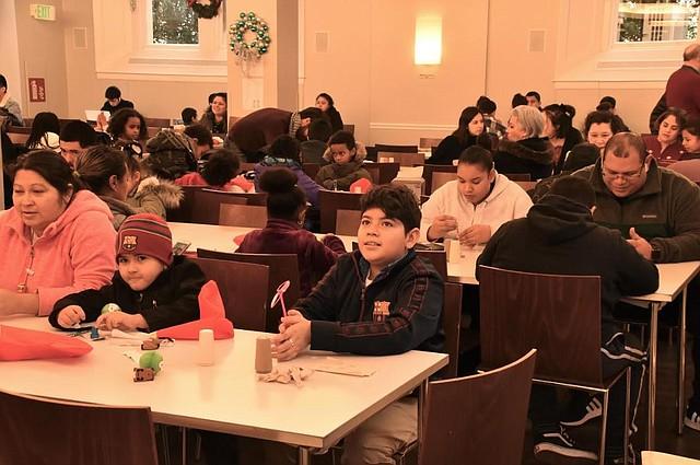 ESTUDIANTES. Cientos de estudiantes de dos escuelas del área de DC se beneficiarán de los fondos donados por Verizon. | CREDITO: Tomás Guevara - ETL
