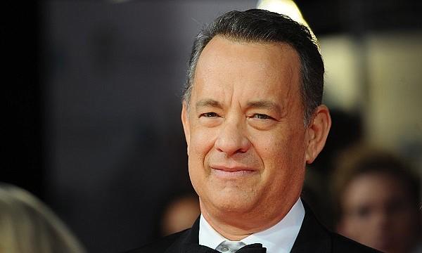 """SHOW. Hanks, ganador del premio Óscar, contagió a sus colegas tras rendirle tributo a su esposa e hijos quienes han tenido que """"soportar"""" los gajes del oficio de ser actor."""