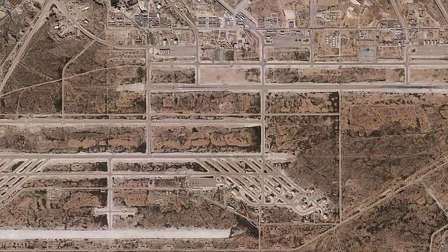 ARCHIVO. Fotografía captada por la empresa estadounidense Planet en la que se muestra la base aérea Al Asad, en Al Anbar (Irak), el  25 de diciembre. | Foto: Efe.