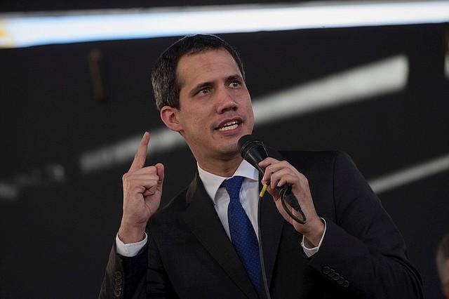 CARACAS. Juan Guaidó fue ratificado como presidente del Parlamento con el voto de 100 diputados, mayoría alcanzada para instalar la Junta Directiva para el periodo legislativo 2020-2021. | Foto: Efe/Rayner Peña R.