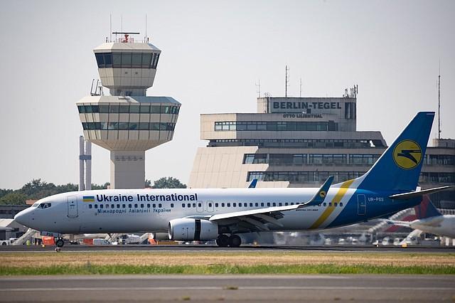 MUNDO. Imagen de un Boeing 737-800 de la aerolínea Ukraine International, similar al avión siniestrado en Irán el 8 de enero de 2020.   Foto: Efe.