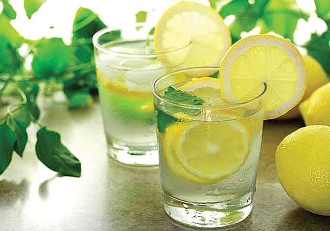 Agua de limón para desintoxicarte