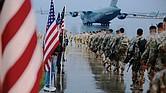 Soldados estadounidenses se desplazan hacia Medio Oriente.