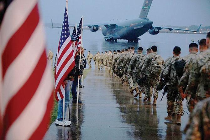 Soldados estadounidenses se desplazan hacia Medio Oriente