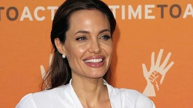 SHOW. Angelina Jolie
