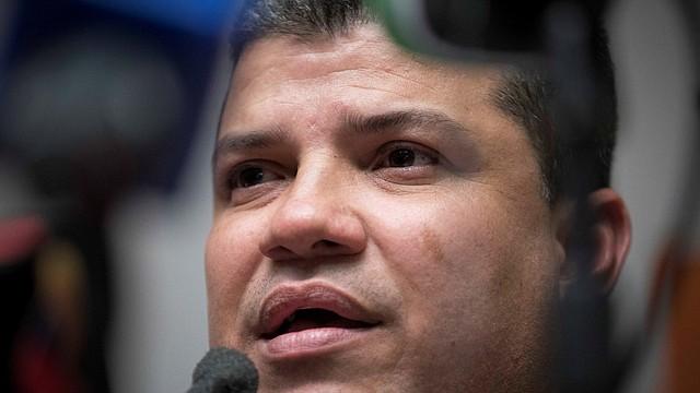 JUNTA PARALELA. El diputado Luis Parra no presentó la lista de los legisladores que votaron por él. | Foto: Efe/Rayner Peña
