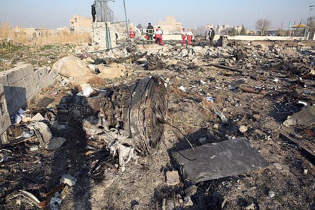 SINIESTRO. Foto del 8 de enero en la que se observa uno de los motores del Boeing 737-800 atacado por Irán por error. | Foto: Efe.