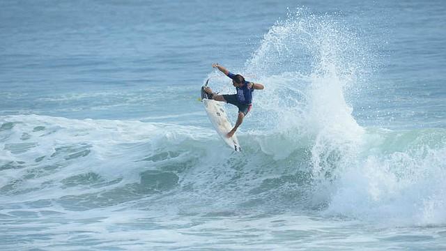 DEPORTES. El surfista Bryan Pérez tuvo una destacada actuación en la última fecha del Tour, disputada en El Tunco. | Foto: Jorge Reyes