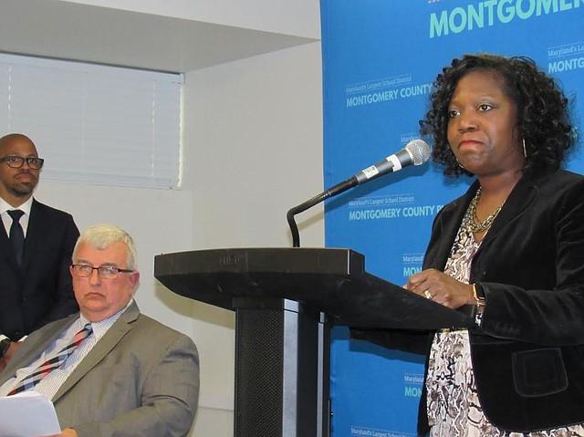 ACCIÓN. Monifa McKnight, superintendente adjunta de las Escuelas y el superintendente Jack Smith (Izq.). | CREDITO: Milagros Meléndez para ETL.