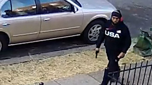 SUCESO. Cualquier persona con información sobre el sujeto o el incidente debe comunicarse con la policía. | Foto: captura de pantalla de video.