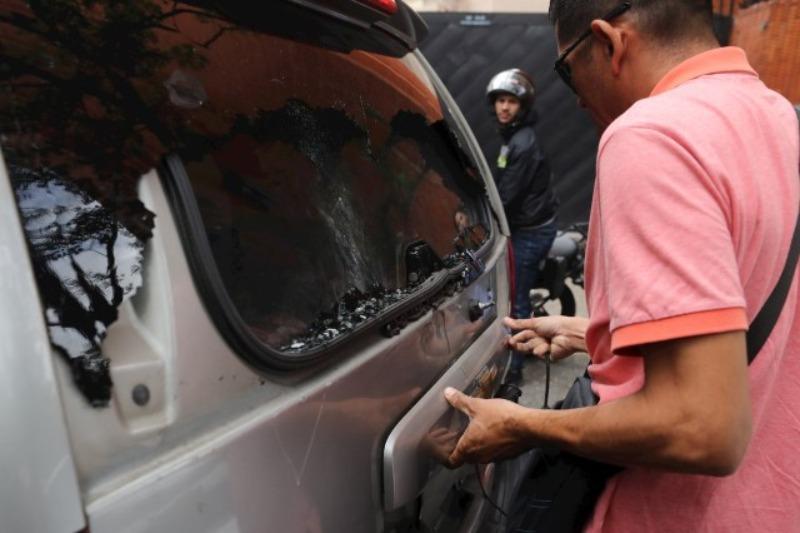 VENEZUELA. Una camioneta donde se trasladaban diputados fue impactada / EFE