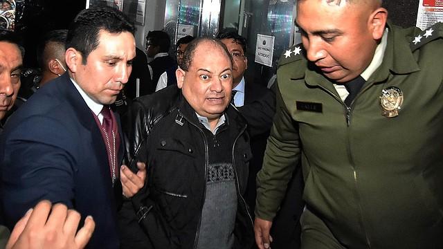 DETENCIÓN. Al momento de culminar su tratado y salir del centro de salud, los efectivos de seguridad lo trasladaron directamente a la Fiscalía.