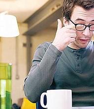 EVÍTELO. El 'ojo seco' se genera en la superficie de la córnea, lo que ocasiona la pérdida de sensibilidad y permite que surjan problemas de visión.
