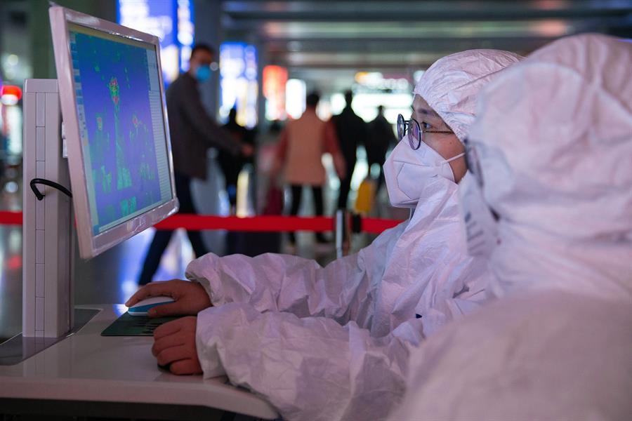 SALUD. En China aumentaron las medidas de prevención de enfermedades para intentar frenar la propagación del coronavirus. | Foto: Efe.