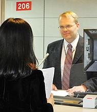 Peticiones de familiares en el extranjero serán procesadas en consulados.