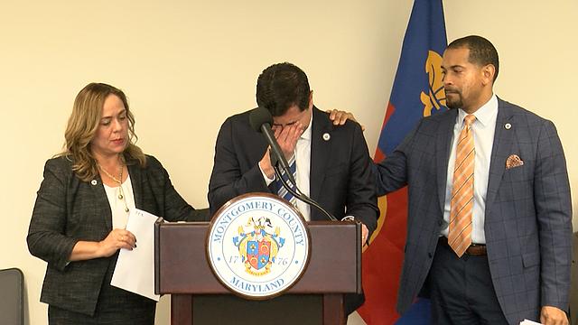 EMOCIÓN. El concejal Gabe Albornoz se quebranta al hablar del impacto de la regla de Carga Pública en las familias. | FOTO: Milagros Meléndez - ETL