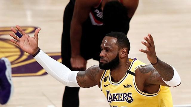 DEPORTE. LeBron James durante el partido entre los Portland Trail Blazers y Los Angeles Lakers en el Staples Center de Los Ángeles, el 31 de enero de 2020. | Foto: Efe.