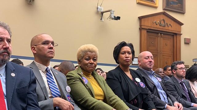 GRUPO. La alcaldesa Bowser, el representante Franklin García y políticos de la ciudad, durante la audiencia del martes 11 para permitir a DC ser el 51 estado