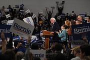 VICTORIA. El candidato Sanders se dirige a sus electores tras la victoria en las elecciones primarias en el sur de New Hampshire