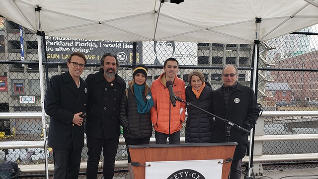 Manuel y Patricia Oliver (Change The Ref), David Hogg (March for Our Lives), Fiscal General de MA Maura Healey y John Rosenthal (Stop Handgun Violence)
