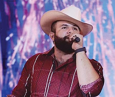 TALENTO. Debido al éxito en sus presentaciones Carín León es uno de los grandes talentos revelación de la música regional mexicana. En sus discos incluye música norteña, rancheras, corridos, banda y música de la Sierra.