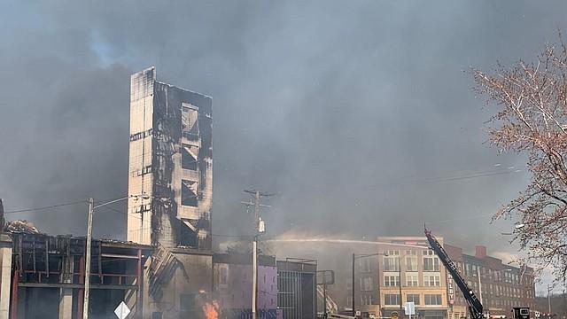 SINIESTRO. Los bomberos tardaron más de cuatro horas en apagar el fuego. | Foto: Twitter @ffxfirerescue.