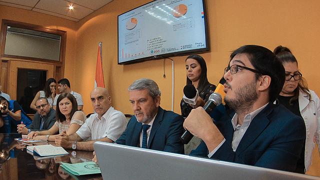 SALUD. Equipo del departamento de Vigilancia de la Salud de Paraguay da datos sobre la epidemia de dengue en el país