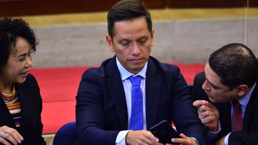 EL SALVADOR. Durante dos días, el presidente de la autónoma fue interpelado en la Asamblea Legislativa por la crisis generada por el agua sucia, pestilente y con mal sabor que recibieron en enero más de un millón de capitalinos
