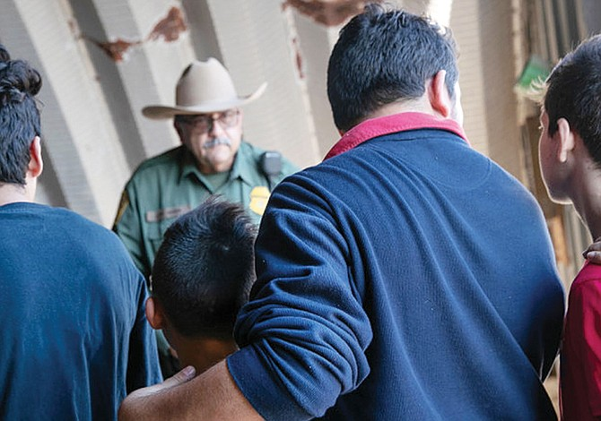 Indocumentados detenidos se quedan donde están