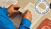 TÉNGALO PRESENTE SIEMPRE. Un 'notary public' en Texas no tiene los estudios ni las atribuciones ni la experiencia ni el poder legal para desempeñar las funciones características de un notario público latinoamericano.