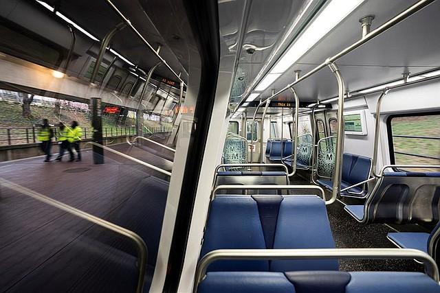 TRANSPORTE. El martes 17 de marzo hubo pocos viajeros en la hora punta de la mañana en la Línea Roja del Metro en Bethesda, Maryland. | Foto: Efe/Jim Lo Scalzo.