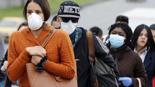 PREVENCIÓN. El virus se propaga principalmente de persona a persona, sobre todo mediante gotículas respiratorias que se producen cuando una persona infectada tose o estornuda.