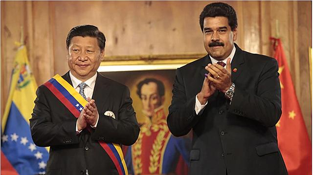 RELACIONES. El presidente de China junto a Nicolás Maduro
